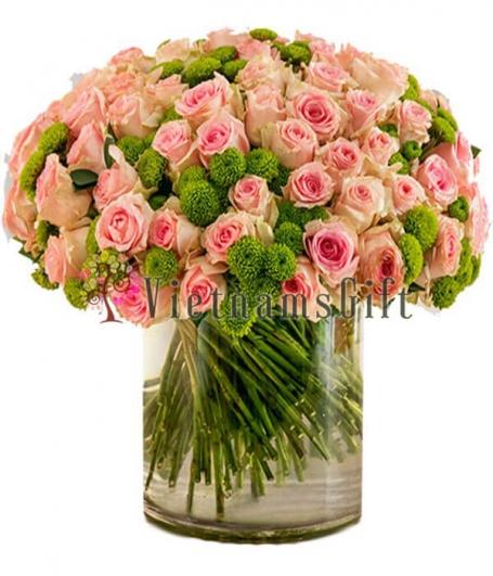 One Hundred Roses in Vase